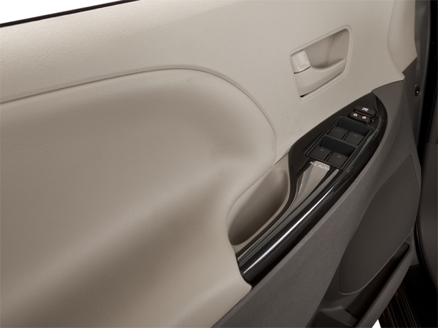 2012 Toyota Sienna 5dr 7-Passenger Van V6 XLE AWD - 18575880 - 8
