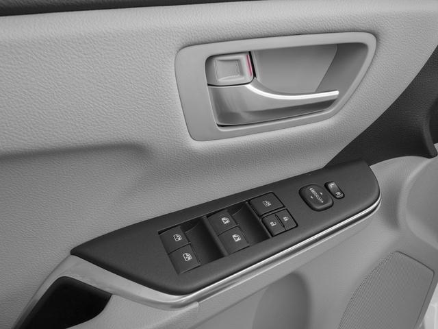 2015 Toyota Camry 4dr Sedan I4 Automatic SE - 18600843 - 17