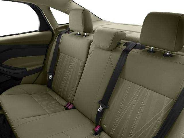 2016 Ford Focus SE Sedan - 18603411 - 13
