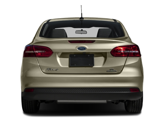 2016 Ford Focus SE Sedan - 18603411 - 4