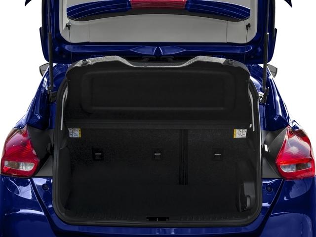 2017 Ford Focus SE Hatch - 16710040 - 10
