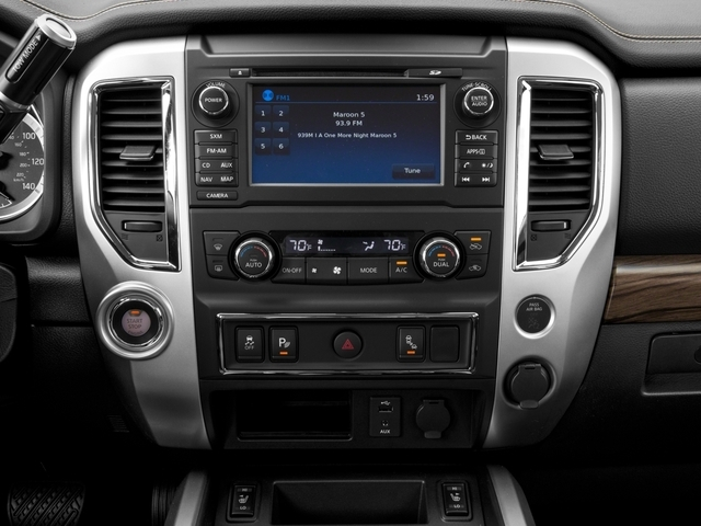 2017 Nissan Titan 4x4 Crew Cab SL - 17111735 - 8