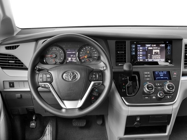 2017 Toyota Sienna LE FWD 8-Passenger - 16717165 - 5