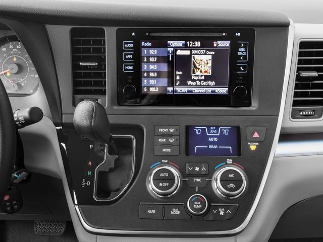 2017 Toyota Sienna LE FWD 8-Passenger - 17104986 - 8