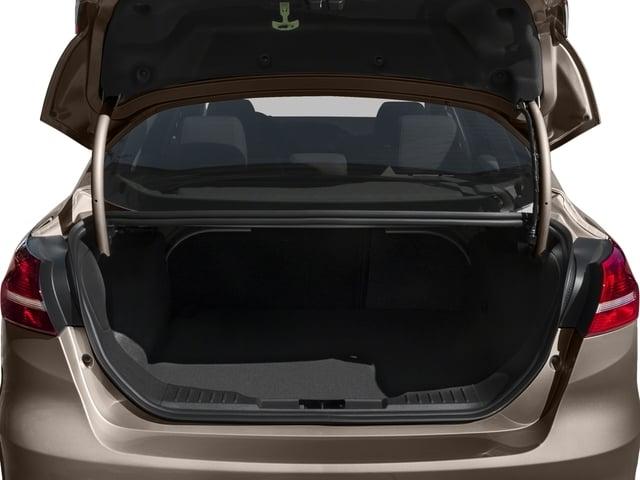 2018 Ford Focus SE Sedan - 17005151 - 11