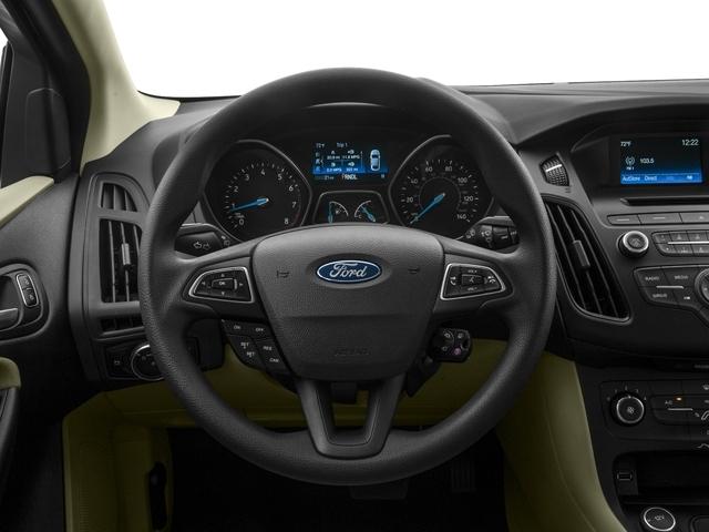 2018 Ford Focus SE Sedan - 17005151 - 5
