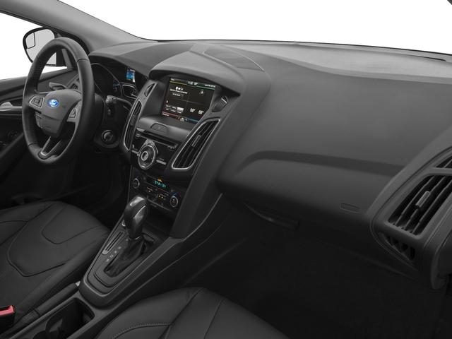 2018 Ford Focus SE Hatch - 16996252 - 14