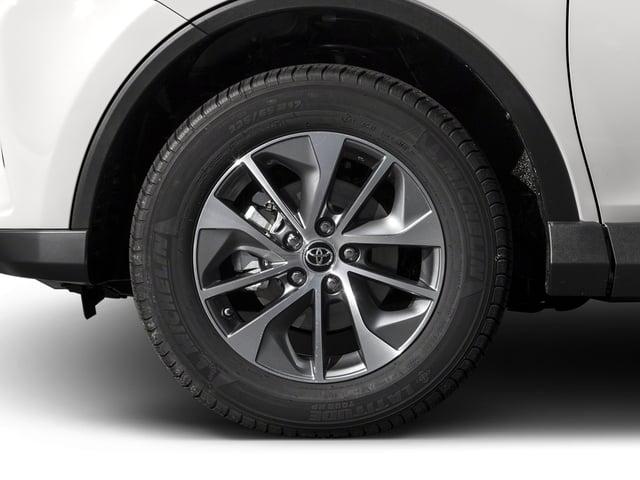 2018 Toyota RAV4 Hybrid XLE AWD - 17377875 - 9